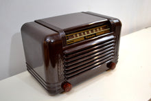 Load image into Gallery viewer, Cappuccino Bakelite 1946 Motorola Model 65X-11A Vintage Vacuum Tube AM Radio Deco Beauty! - [product_type} - Motorola - Retro Radio Farm