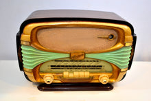 Load image into Gallery viewer, Made in France Mid Century Vintage 1958 Oceanic Surcouf Model Vacuum Tube Radio Rare and Beautiful Condition! - [product_type} - Oceanic - Retro Radio Farm