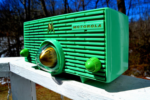 SEAFOAM GREEN Mid Century Retro Jetsons 1957 Motorola 57H Turbine Tube AM Radio Works Amazing!