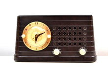 Load image into Gallery viewer, Merrimack Brown Bakelite Art Deco Post War 1949 Telechron Model 8H59 Tube AM Clock Radio First Clock Radio! - [product_type} - Telechron - Retro Radio Farm