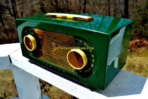 CANDY APPLE GREEN 1955 Zenith Model R511F AM Tube Radio Excellent Condition!
