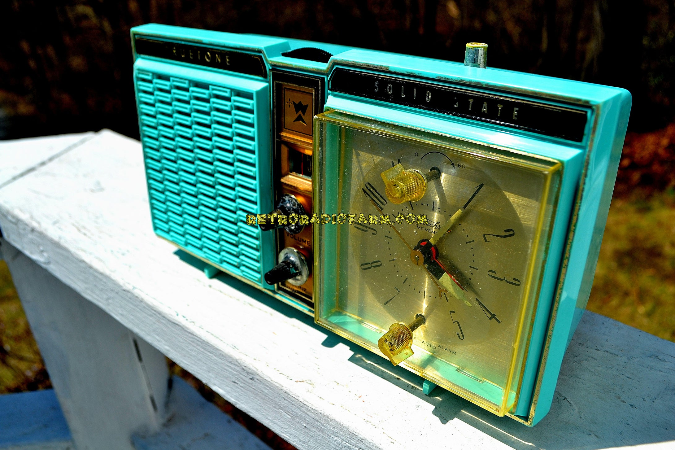Azurite Blue1964 Truetone Model DC2614 Solid State Clock Retro Radio - [product_type} - Truetone - Retro Radio Farm