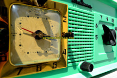 Madison in April Green Art Deco Vintage 1948 Model 940 AM Tube Clock Radio Near Mint Condition!
