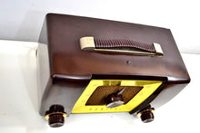 Load image into Gallery viewer, Umber Brown 1951 Zenith Model H615 AM Vacuum Tube Radio Popular Model Sounds Like A Champ! - [product_type} - Zenith - Retro Radio Farm