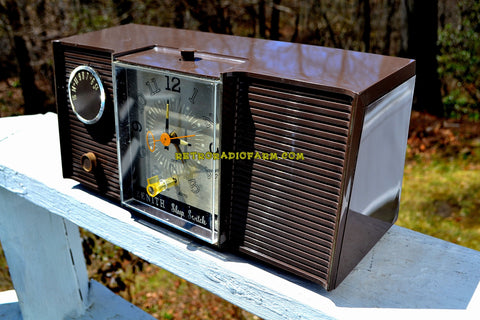 WALNUT BROWN 1964 Zenith Model L513C Tube AM Clock Radio Works Great!