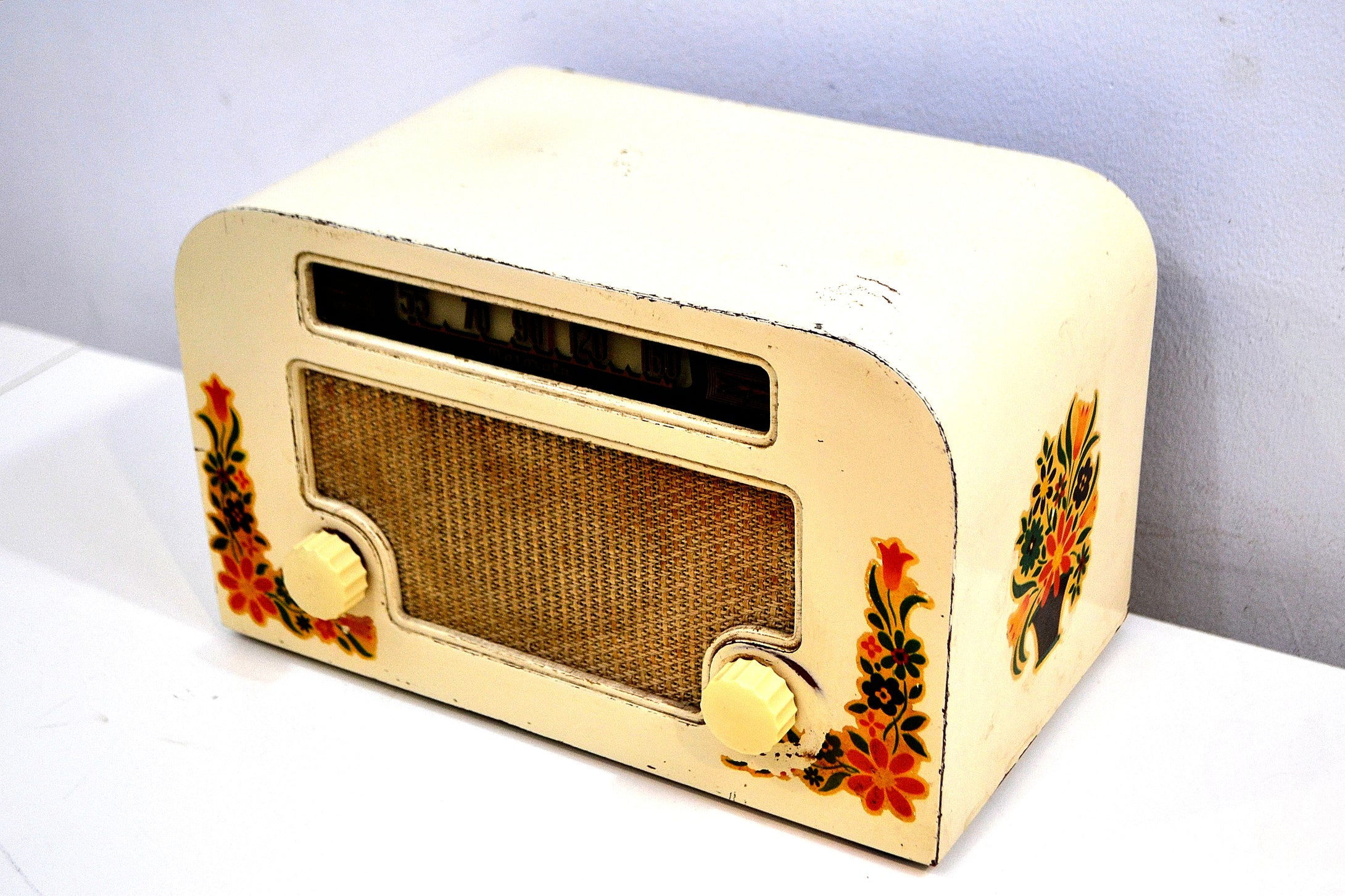 Country Cottage Ivory 1940 Motorola 55x15 Tube AM Radio Original Factory Quaint Design! - [product_type} - Motorola - Retro Radio Farm