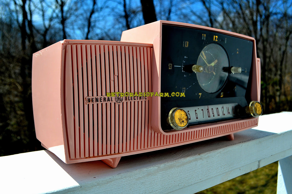 SOLD! - June 4, 2018 - ROSE PINK Mid Century Jetsons 1959 General Electric Model 915 Tube AM Clock Radio Some Issues