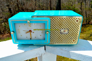 SOLD! - May 13, 2018 - BRIGHT SEAFOAM GREEN Retro Jetsons 1957 Bulova Model 120 Tube AM Clock Radio Excellent Working Condition!