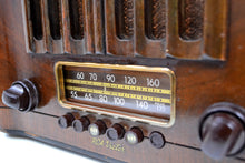 Load image into Gallery viewer, Pre-War Solid Wood Beauty Art Deco 1938 RCA Victor Model 96T1 Vacuum Tube Radio Huge Sound! - [product_type} - RCA Victor - Retro Radio Farm