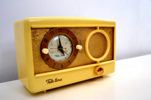 Load image into Gallery viewer, Vintage 1959 Tele-tone Model 81/S1 AM Clock Radio Excellent Condition!