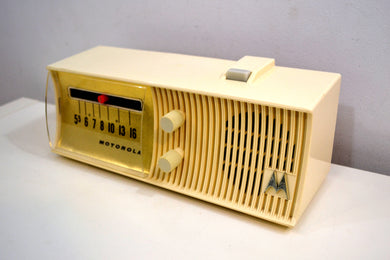 Glacier White Mid Century 1957 Motorola Model 5T27W-1 Vacuum Tube AM Radio Rare Model and Rare Color!