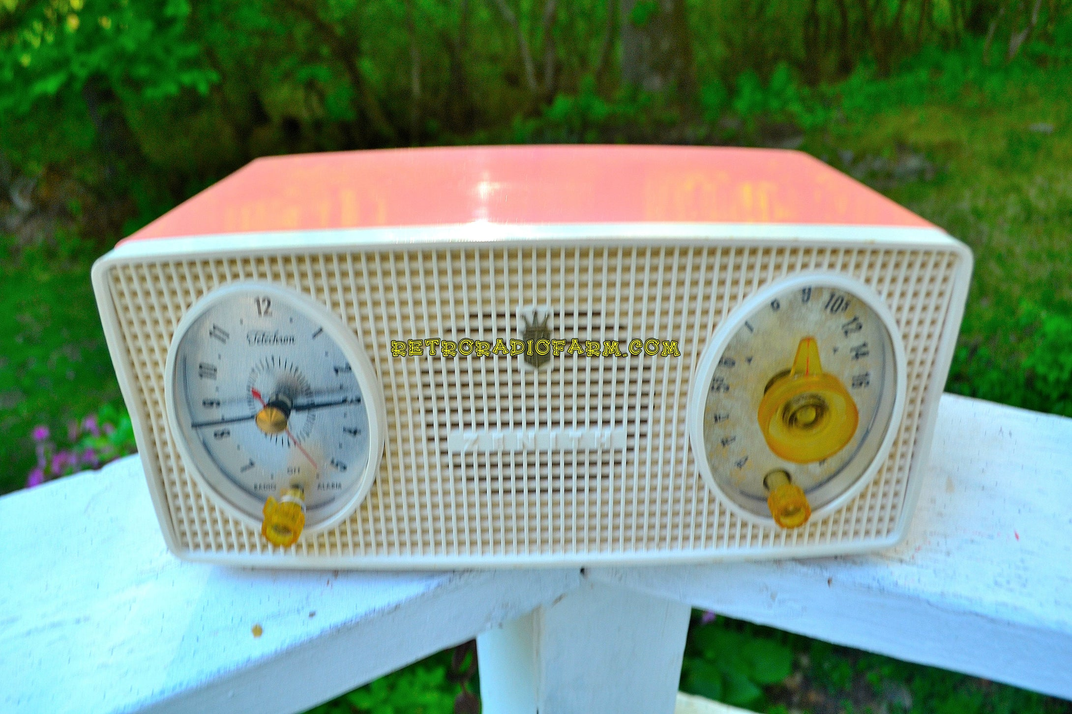 Mayfair Pink Mid Century Vintage 1955 Zenith Model B514V AM Tube Radio Excellent Condition! - [product_type} - Zenith - Retro Radio Farm