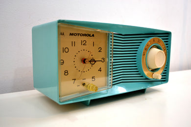 Aegean Turquoise 1961 Motorola Model C15JK25 Vacuum Tube AM Clock Radio Excellent Condition!