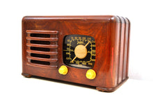 Load image into Gallery viewer, Mahogany Brown Wood 1941 Zenith Model 6-D-525 AM Vacuum Tube Radio Super Performer!