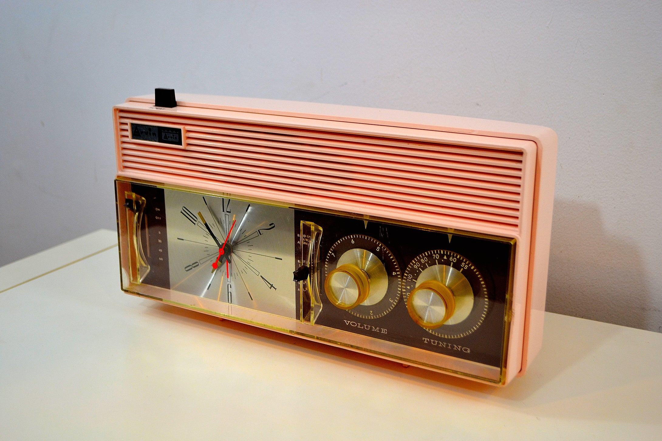 SOLD! - Dec 18, 2019 - Rosata Pink and Brown Mid Century Retro Vintage 1964 Arvin Model 52R43 AM Tube Clock Radio Rare! - [product_type} - Arvin - Retro Radio Farm