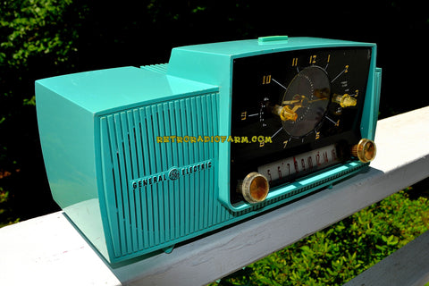 SEAFOAM GREEN Mid Century Jetsons 1957 General Electric Model 912D Tube AM Clock Radio Sweet!