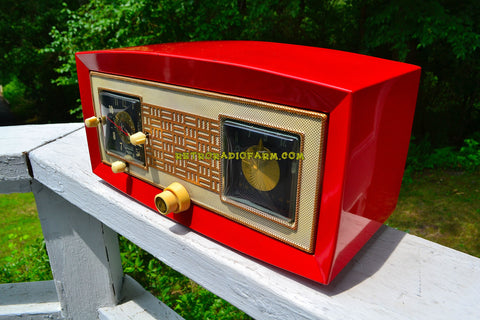 CARDINAL RED 1950 Raytheon Model CR-43 Tube AM Clock Radio Excellent Plus Condition and RARE!