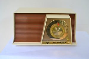Tan and White Mid Century Retro 1962 Motorola A17W29 Tube AM Radio Cool Model Near Mint!