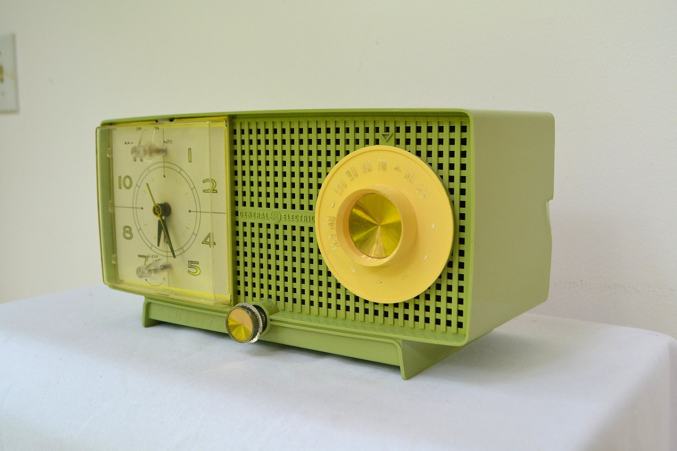 SOLD! - Aug 15, 2018 - BLUETOOTH MP3 UPGRADE ADDED - SPRING GREEN 1958 GE General Electric Tube AM Radio Model C-438B Radio So Fresh! - [product_type} - General Electric - Retro Radio Farm