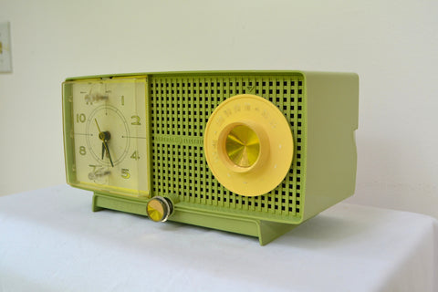 SOLD! - Aug 15, 2018 - SPRING GREEN 1958 GE General Electric Tube AM Radio Model C-438B Radio So Fresh!