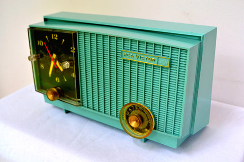 Teal Blue Retro Jetsons Vintage 1957 RCA Victor RCA 3RD-35 Tube AM Clock Radio Cute!