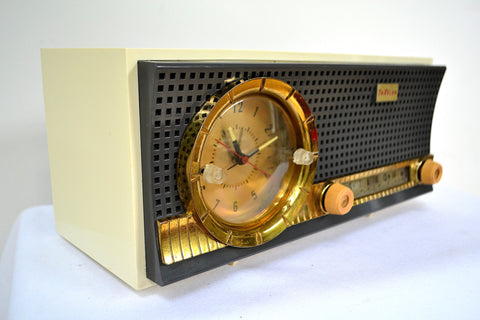 Black and White Mid Century Retro 1959-1961 Travler C230 Tube AM Clock Radio