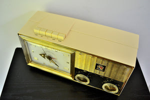 Lucent White 1962 Bulova Model 180 Tube AM Clock Radio Sweet! - [product_type} - Bulova - Retro Radio Farm