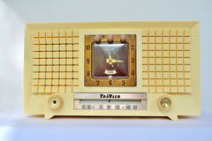 1956 TravLer 56C45 Tube AM Clock Radio in Ivory Cream With Rare Calendar Function!