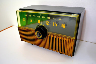 Verdant Green 1951 Motorola Model 52H Tube AM Radio High Quality Construction!