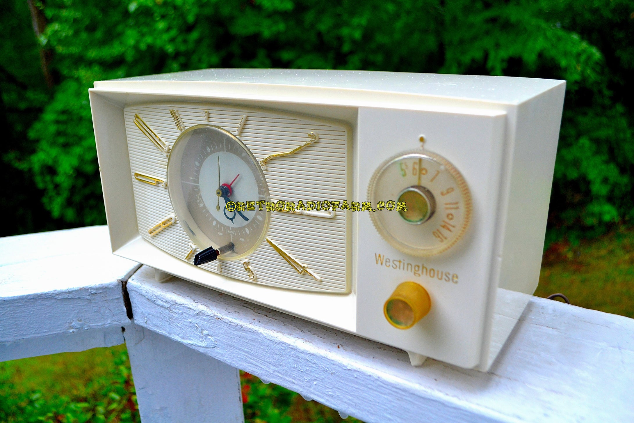 SOLD! - Nov 26, 2017 - SNOW WHITE Mid Century Retro 1959 Westinghouse Model H816L5 Tube AM Clock Radio Totally Restored! - [product_type} - Westinghouse - Retro Radio Farm