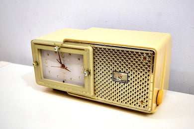 Palace Ivory and Gold 1959 Bulova Model 120 Tube AM Clock Radio Excellent Condition!