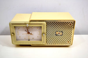 Palace Ivory and Gold 1959 Bulova Model 120 Tube AM Clock Radio Excellent Condition! - [product_type} - Bulova - Retro Radio Farm