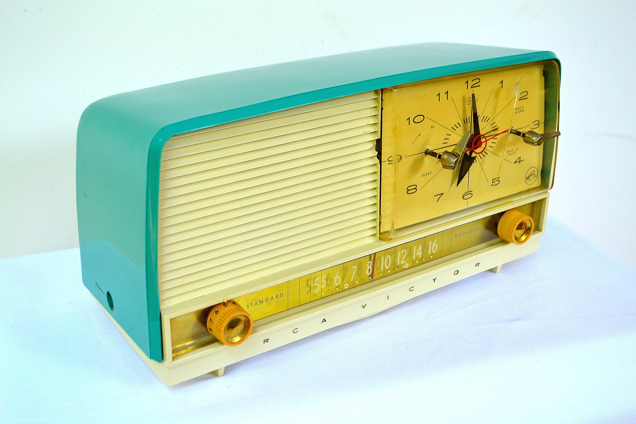 SOLD! - Sept 7, 2018 - Gorgeous Teal And White 1956 RCA Victor 9-C-71 Tube AM Clock Radio Works Great! - [product_type} - RCA Victor - Retro Radio Farm
