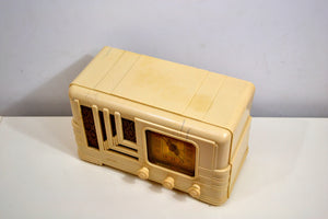 Carrera White Ivory Plaskon Vintage 1939 Fada Model L-96V AM Radio Art Deco Dream! - [product_type} - Fada - Retro Radio Farm