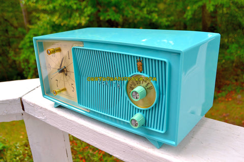 TURQUOISE BEAUTY Mid Century Jetsons 1959 Zenith Model E514B Tube AM Clock Radio Pristine Condition!