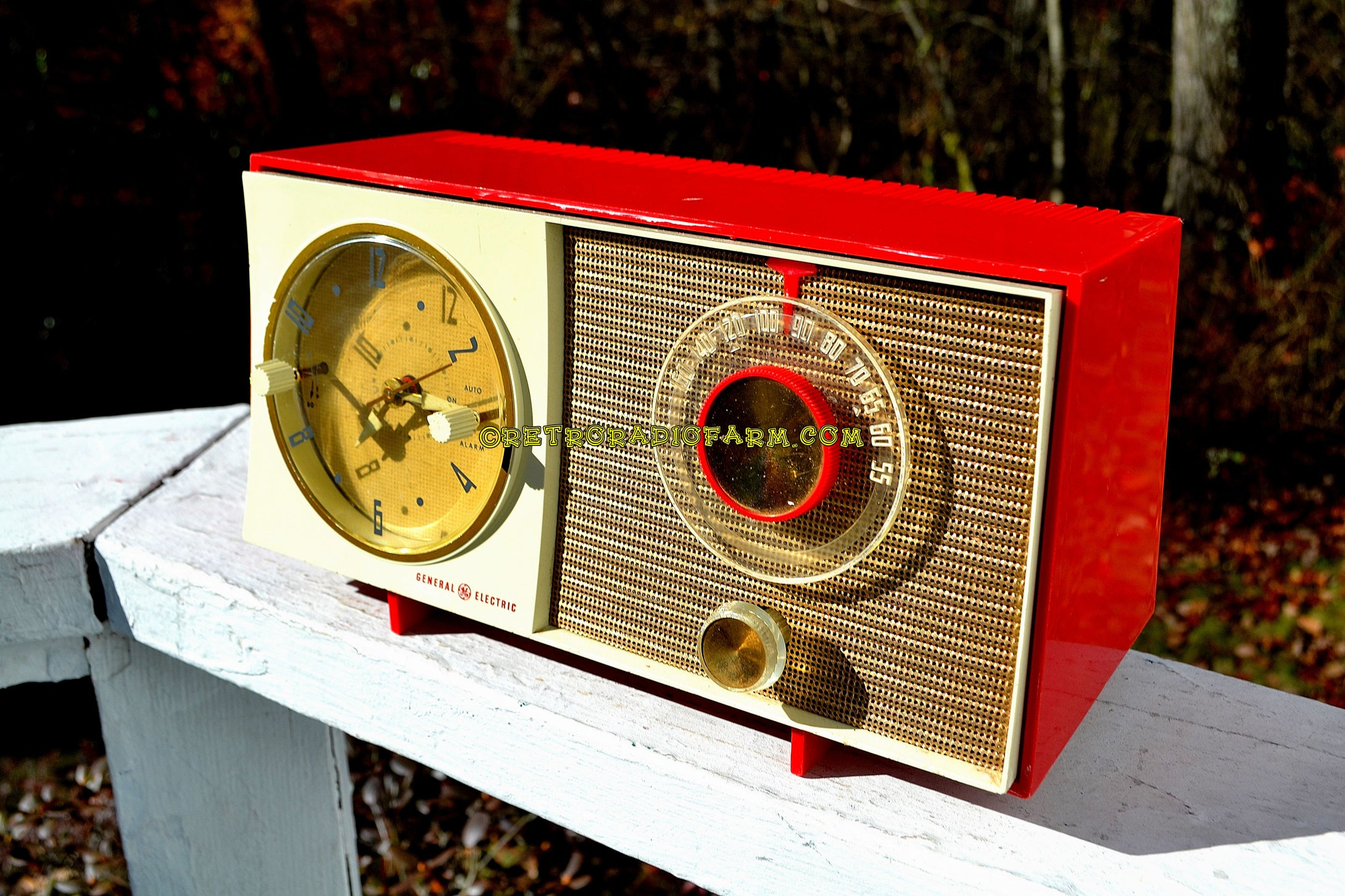 SOLD! - Jan 21, 2018 - CORVETTE RED AND WHITE Mid Century Vintage Retro 1959 General Electric GE Tube AM Clock Radio Totally Restored! - [product_type} - General Electric - Retro Radio Farm