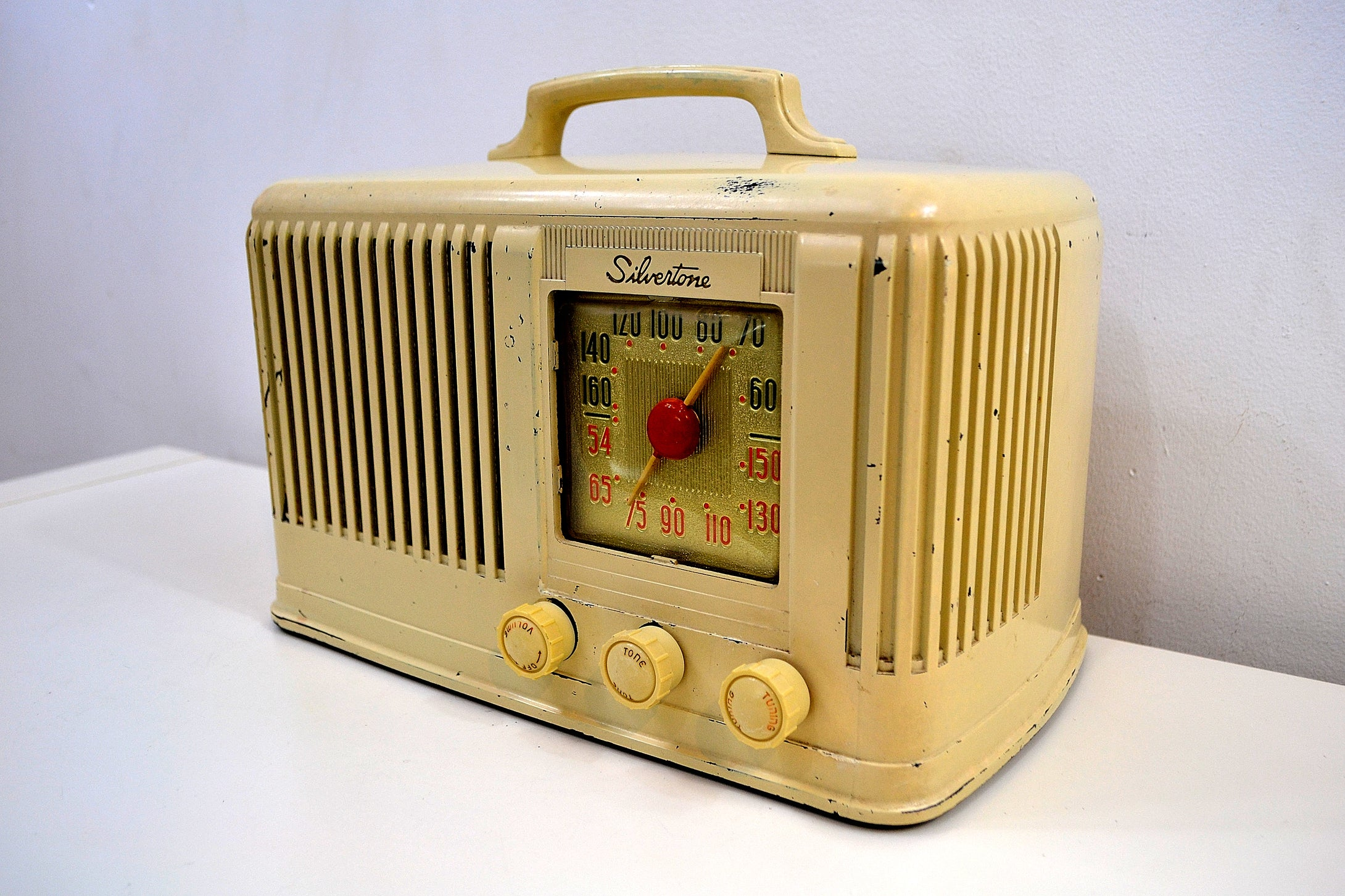 Ivory Cream Silvertone 1947 Model 6016 AM Tube Bakelite Radio Plays Like A Champ!