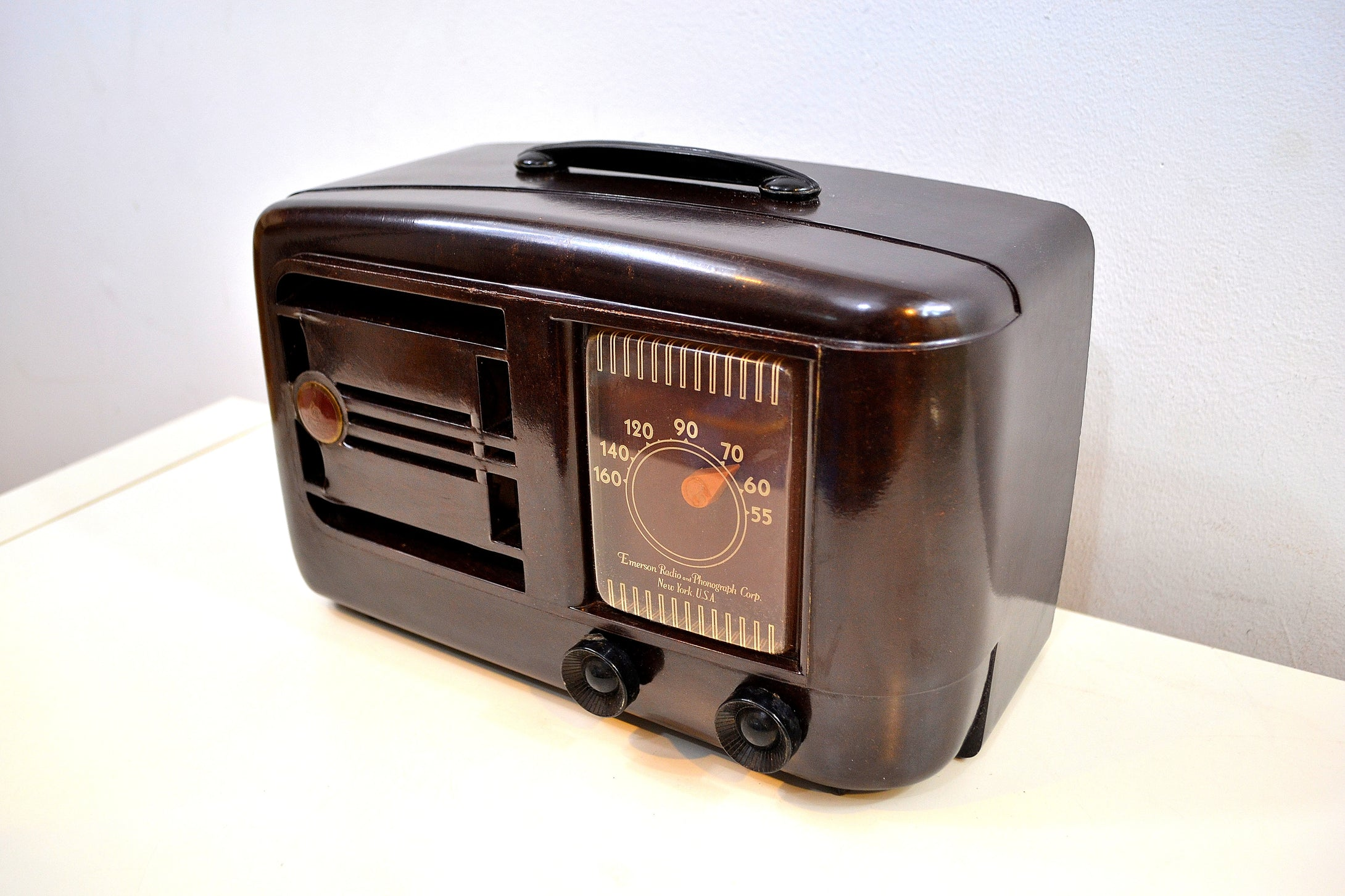 Umber Brown Bakelite 1946 Emerson Model 507 AM Tube Radio Golden Age of Radio Beauty!
