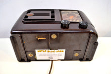 Load image into Gallery viewer, Umber Brown Bakelite 1946 Emerson Model 507 AM Tube Radio Golden Age of Radio Beauty!