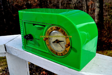 VERDE GREEN Golden Age Art Deco 1948 Continental Model 1600 AM Tube Clock Radio Totally Restored!