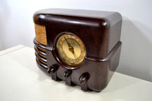 Load image into Gallery viewer, SOLD! - Jan 26, 2020 - Espresso Marble Brown Bakelite 1937 Majestic Model 651 AM Vacuum Tube Radio Real Jawdropper! - [product_type} - Majestic - Retro Radio Farm