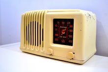 "Load image into Gallery viewer, Alabaster Ivory Bakelite Post War 1947 Firestone Air Chief ""Diplomat"" Model 4A3 AM Vacuum Tube Radio Works Great!"