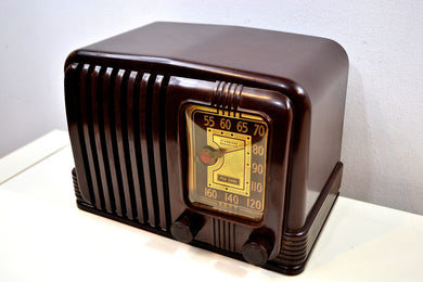 SOLD! - Dec 19, 2019 - Wondrous Walnut Brown Bakelite 1939 RCA Victor Model 45-X-11 AM Tube Radio Fine Looking Great Sounding!