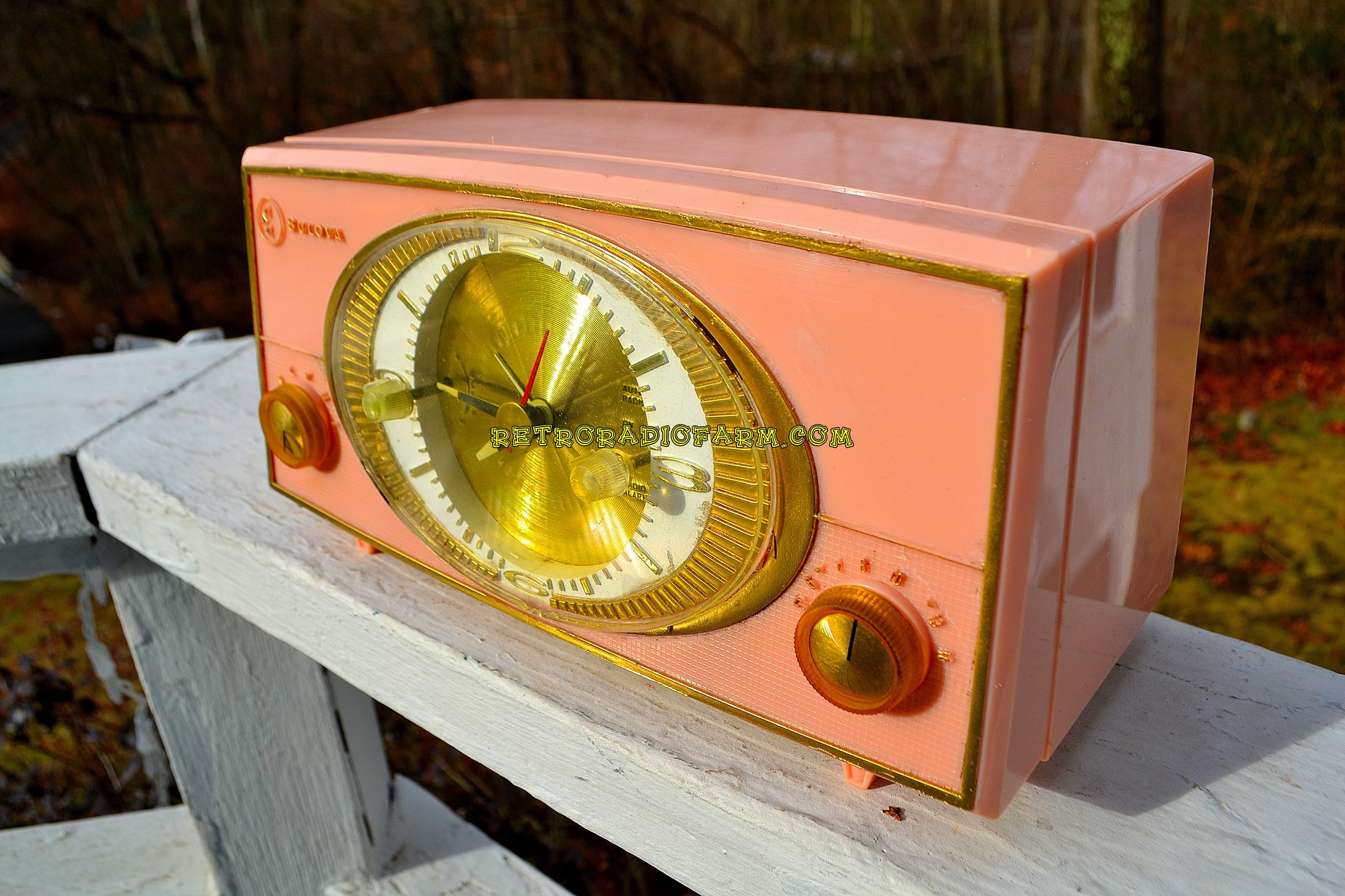 SOLD! - Dec 31, 2017 - PINK CYCLOPIC Vintage Mid Century Retro Jetsons 1957 Bulova Model 140 Tube AM Clock Radio WORKS! - [product_type} - Bulova - Retro Radio Farm