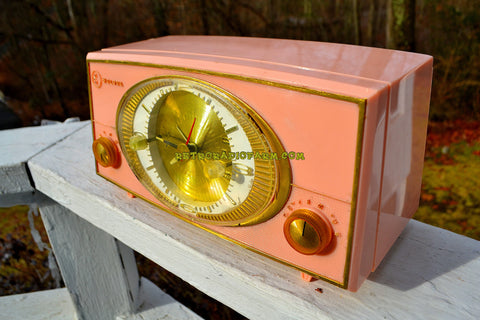 SOLD! - Dec 31, 2017 - PINK CYCLOPIC Vintage Mid Century Retro Jetsons 1957 Bulova Model 140 Tube AM Clock Radio WORKS!