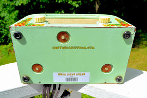 SOLD! - Sept 1, 2017 - COUNTRY COTTAGE Green 1940 Motorola 55x15 Tube AM Radio Original Factory Decals Excellent Condition!