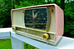 BEAUTIFUL Powder Pink And White Retro Jetsons 1956 RCA Victor 9-C-71 Tube AM Clock Radio Works Great!