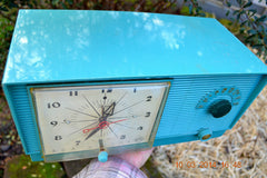 SOLD! - April 8, 2014 - TURQUOISE Atomic Retro Vintage 1956 RCA Victor 6-C-5 Tube AM Clock Radio WORKS! , Vintage Radio - RCA Victor, Retro Radio Farm  - 4