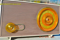 MAUVE TAN and WHITE Retro Jetsons Vintage 1958 RCA 1-RA-36 AM Tube Radio WORKS! , Vintage Radio - RCA Victor, Retro Radio Farm  - 4