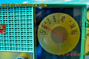 SOLD! - Sept. 29, 2014 - STUNNING AQUA BLUE Retro Jetsons 1957 Magnavox C5 Tube AM Clock Radio WORKS! , Vintage Radio - Magnavox, Retro Radio Farm  - 6